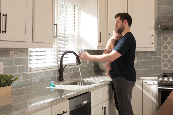 Single Handle Pull-Down Kitchen Faucet with Touch<sub>2</sub>O® and ShieldSpray® Technologies, image 26