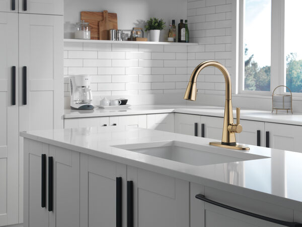 Single-Handle Pull-Down Kitchen Faucet with Touch2O® Technology, image 3