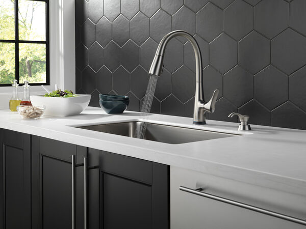 Dunsley Single Handle Pull Down Kitchen Faucet with Touch 2O and VoiceIQ Technology, image 6