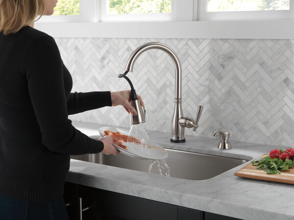 Single Handle Pull-Down Kitchen Faucet with Touch2O® and ShieldSpray® Technologies (Recertified), image 7