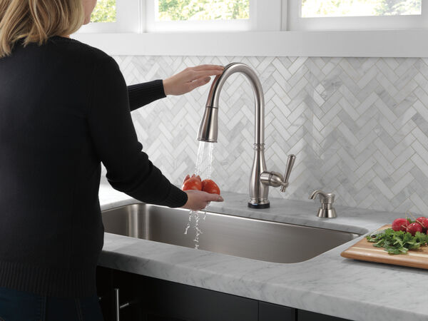 Single Handle Pull-Down Kitchen Faucet with Touch2O® and ShieldSpray® Technologies (Recertified), image 5