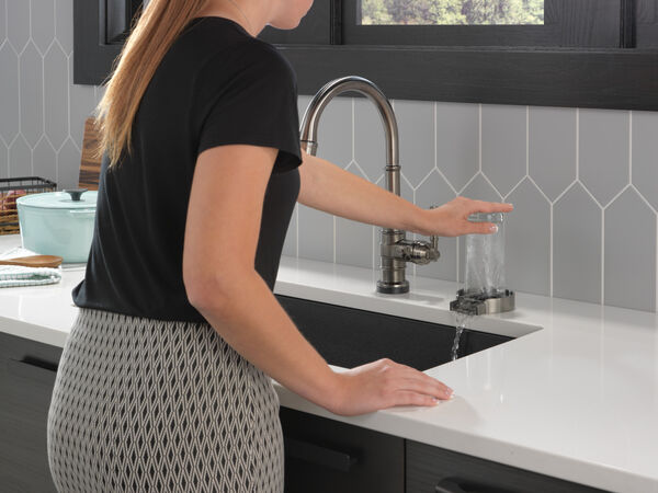 Single Handle Pull-Down Kitchen Faucet With Touch2O Technology, image 16