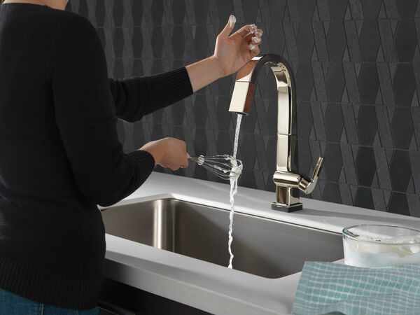 Single Handle Pull Down Bar/Prep Faucet With Touch<sub>2</sub>O Technology, image 3