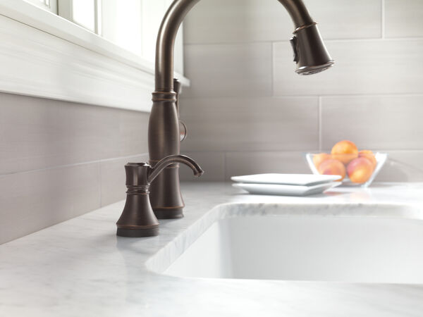 Single Handle Pull-Down Kitchen Faucet with Touch<sub>2</sub>O® and ShieldSpray® Technologies, image 20