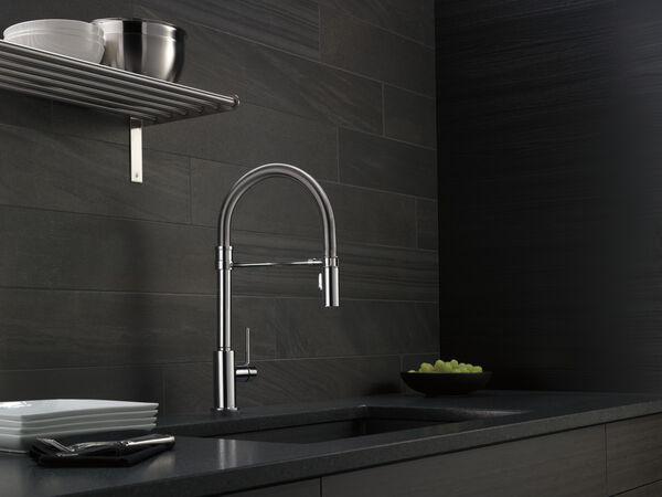 Single Handle Pull-Down Spring Spout Kitchen Faucet with Touch<sub>2</sub>O® Technology, image 2