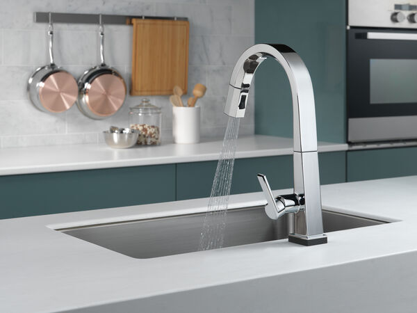 Single Handle Pull Down Kitchen Faucet with Touch<sub>2</sub>O® Technology, image 6