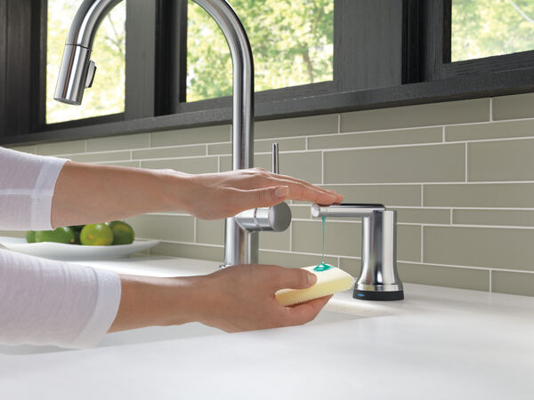Single Handle Pull-Down Kitchen Faucet with Touch<sub>2</sub>O® Technology, image 8