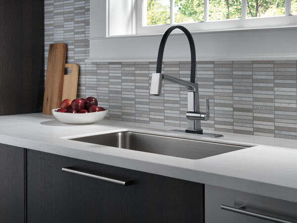 Single Handle Exposed Hose Kitchen Faucet with Touch2O Technology, image 2