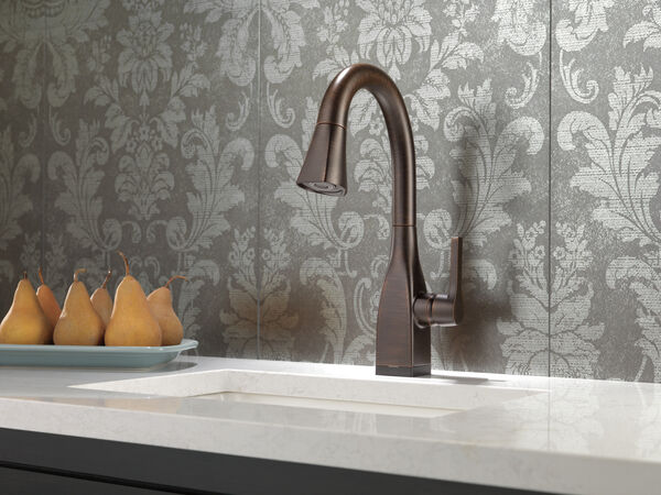 Single Handle Pull-Down Bar / Prep Faucet with Touch<sub>2</sub>O® Technology, image 4
