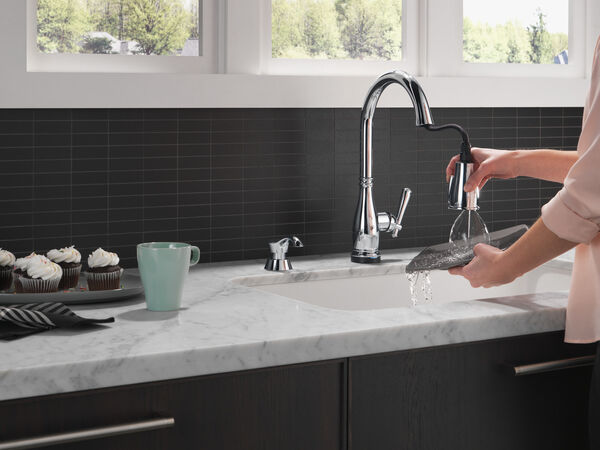 Single Handle Pull-Down Kitchen Faucet with Touch2O® and ShieldSpray® Technologies, image 7