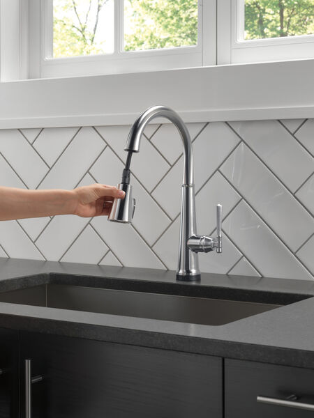 Single Handle Pull Down Kitchen Faucet with Touch2O Technology, image 9