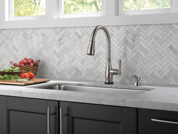 Single Handle Pull-Down Kitchen Faucet with Touch2O® and ShieldSpray® Technologies (Recertified), image 10