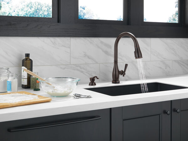 Single Handle Pull-Down Kitchen Faucet with Touch2O® and ShieldSpray® Technologies, image 9