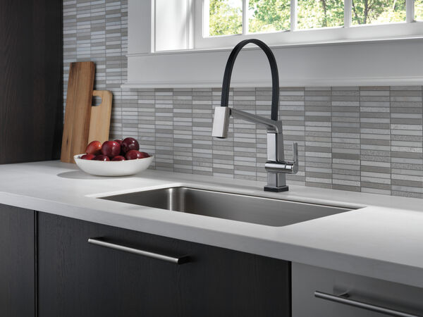 Single Handle Exposed Hose Kitchen Faucet with Touch2O Technology, image 9