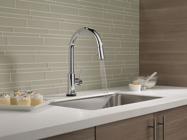 Single Handle Pull-Down Kitchen Faucet with Touch<sub>2</sub>O® Technology, image 11