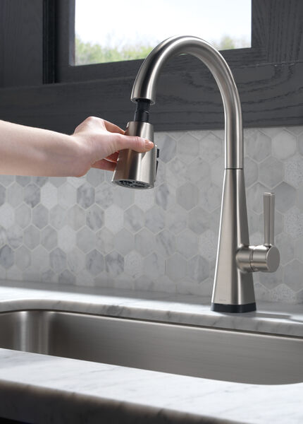 Single-Handle Pull-Down Kitchen Faucet with Touch2O® Technology, image 6