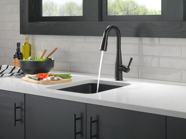 Single Handle Pull-Down Bar / Prep Faucet with Touch<sub>2</sub>O® Technology, image 5