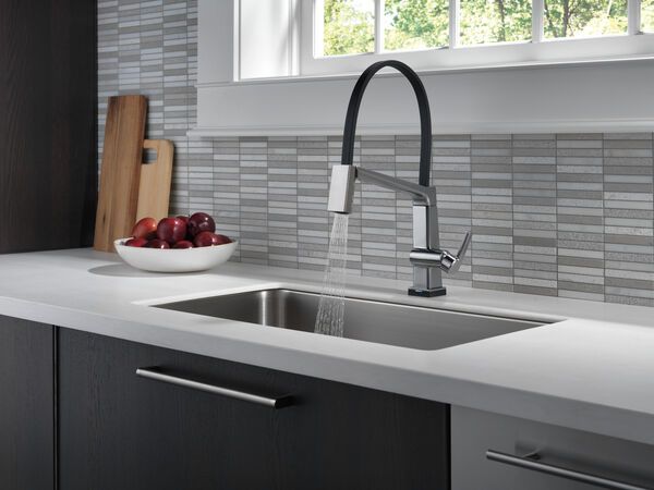 Single Handle Exposed Hose Kitchen Faucet with Touch2O Technology, image 7