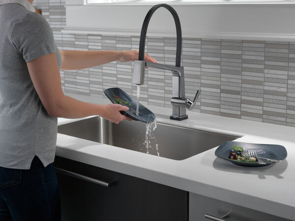 Single Handle Exposed Hose Kitchen Faucet with Touch2O Technology, image 4