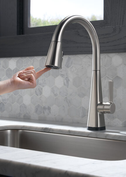 Single-Handle Pull-Down Kitchen Faucet with Touch2O® Technology, image 8