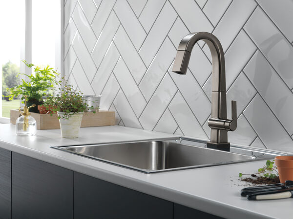 Single Handle Pull Down Bar/Prep Faucet With Touch<sub>2</sub>O Technology, image 8