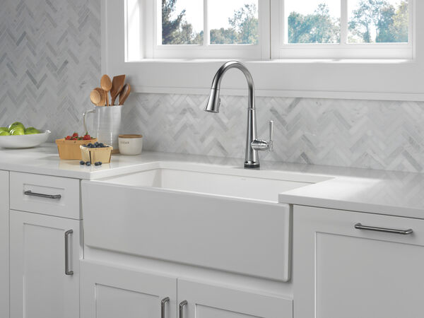 Single Handle Pull Down Kitchen Faucet with Touch2O Technology, image 5