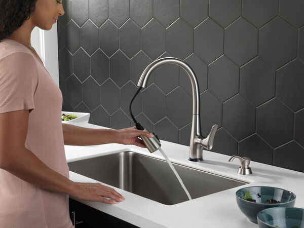 Dunsley Single Handle Pull Down Kitchen Faucet with Touch 2O and VoiceIQ Technology, image 4