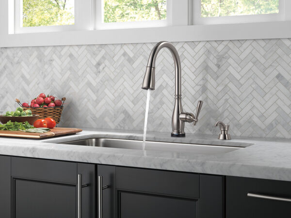 Single Handle Pull-Down Kitchen Faucet with Touch2O® and ShieldSpray® Technologies (Recertified), image 9