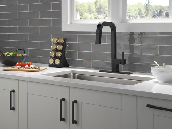 Single-Handle Pull-Down Kitchen Faucet, image 3