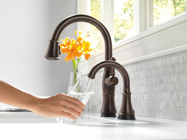 Single Handle Pull-Down Kitchen Faucet with Touch<sub>2</sub>O® and ShieldSpray® Technologies, image 9