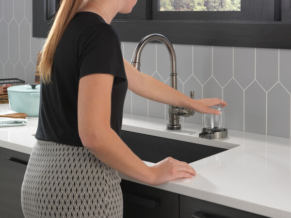 Single Handle Pull-Down Kitchen Faucet With Touch2O Technology, image 13
