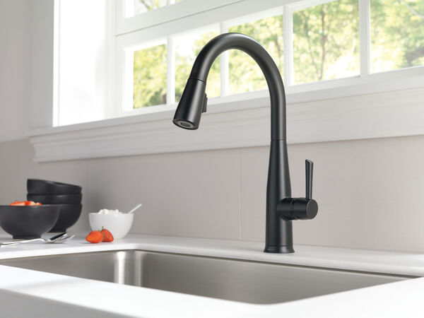Single Handle Pull-Down Kitchen Faucet with Touch<sub>2</sub>O® Technology, image 22