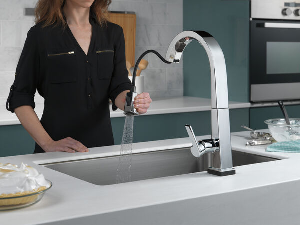 Single Handle Pull Down Kitchen Faucet with Touch<sub>2</sub>O® Technology, image 4