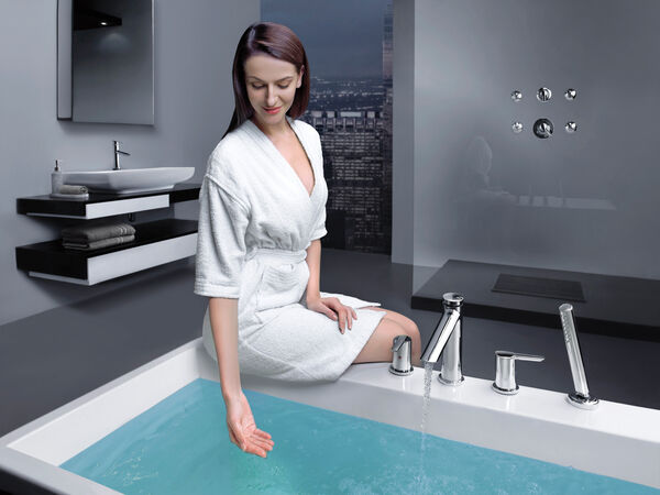 Single Handle Bathroom Faucet with Touch<sub>2</sub>O.xt® Technology, image 16