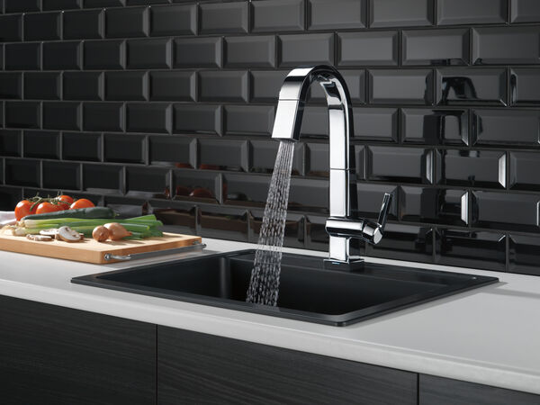 Single Handle Pull Down Bar/Prep Faucet With Touch<sub>2</sub>O Technology, image 6