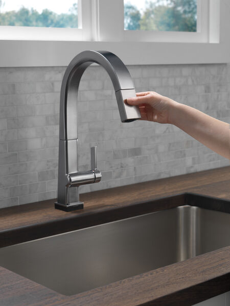 Single Handle Pull Down Kitchen Faucet with Touch2O® Technology, image 4