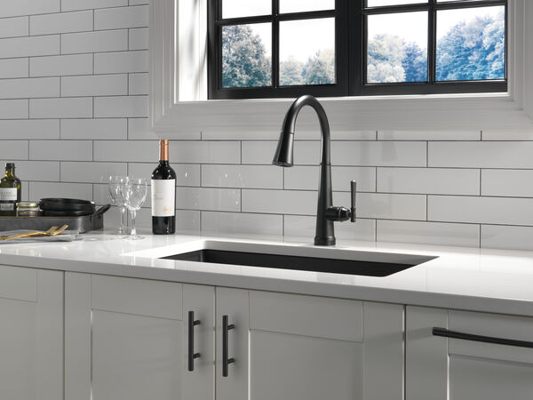 Single Handle Pull Down Kitchen Faucet with Touch2O Technology, image 22