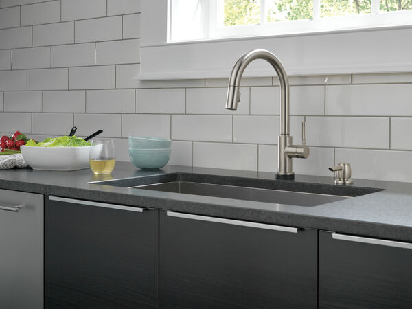 Single Handle Pull-Down Kitchen Faucet with Touch2O® Technology and Soap Dispenser, image 13