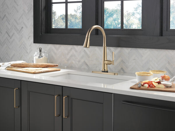 Single Handle Pull Down Kitchen Faucet with Touch2O Technology, image 2