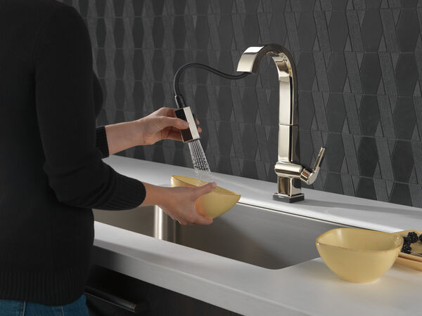 Single Handle Pull Down Bar/Prep Faucet With Touch<sub>2</sub>O Technology, image 4
