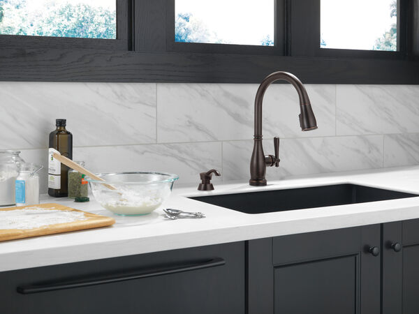 Single Handle Pull-Down Kitchen Faucet with Touch2O® and ShieldSpray® Technologies, image 13