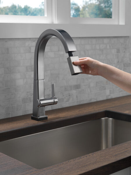 Single Handle Pull Down Kitchen Faucet with Touch2O® Technology, image 3