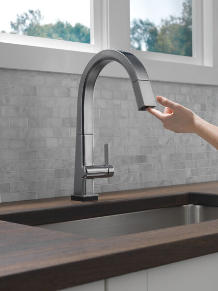 Single Handle Pull Down Kitchen Faucet with Touch2O® Technology, image 5
