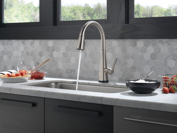 Single-Handle Pull-Down Kitchen Faucet with Touch2O® Technology, image 16