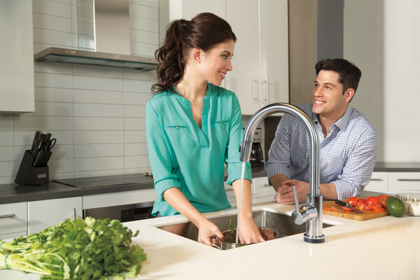 Single Handle Pull-Down Kitchen Faucet with Touch<sub>2</sub>O® Technology, image 24