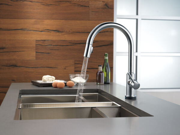 Single Handle Pull-Down Kitchen Faucet with Touch<sub>2</sub>O® Technology, image 29