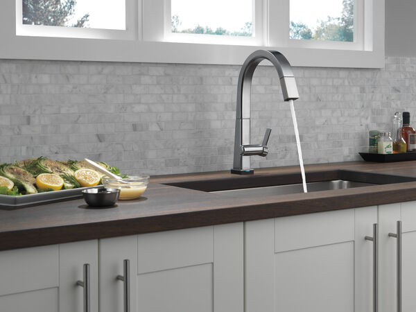 Single Handle Pull Down Kitchen Faucet with Touch2O® Technology, image 10