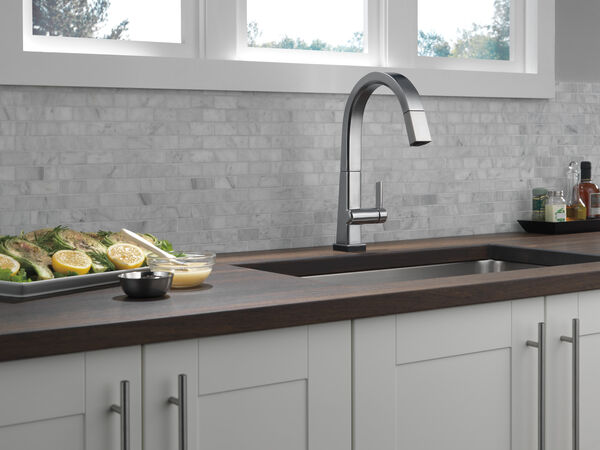 Single Handle Pull Down Kitchen Faucet with Touch2O® Technology, image 11