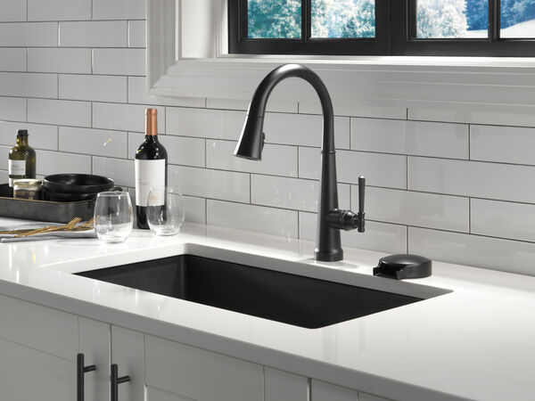 Single Handle Pull Down Kitchen Faucet with Touch2O Technology, image 3