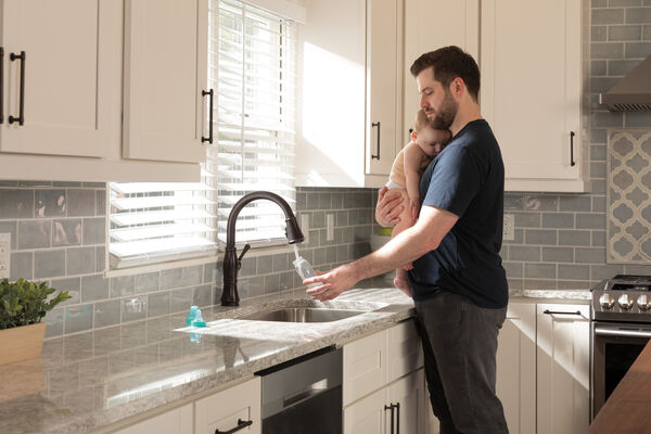 Single Handle Pull-Down Kitchen Faucet with Touch<sub>2</sub>O® and ShieldSpray® Technologies, image 27